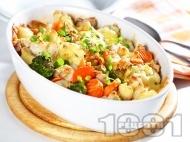 Печено пилешко месо с броколи, карфиол и моркови на фурна с кашкавал